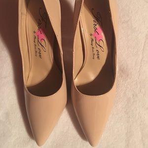 Shoes - Tan heels 👠